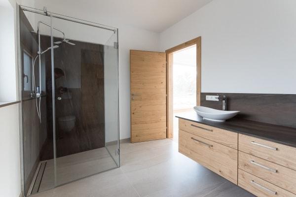 Badezimmermöbel Duschrückwand Naturstein Waschtischplatte Granit